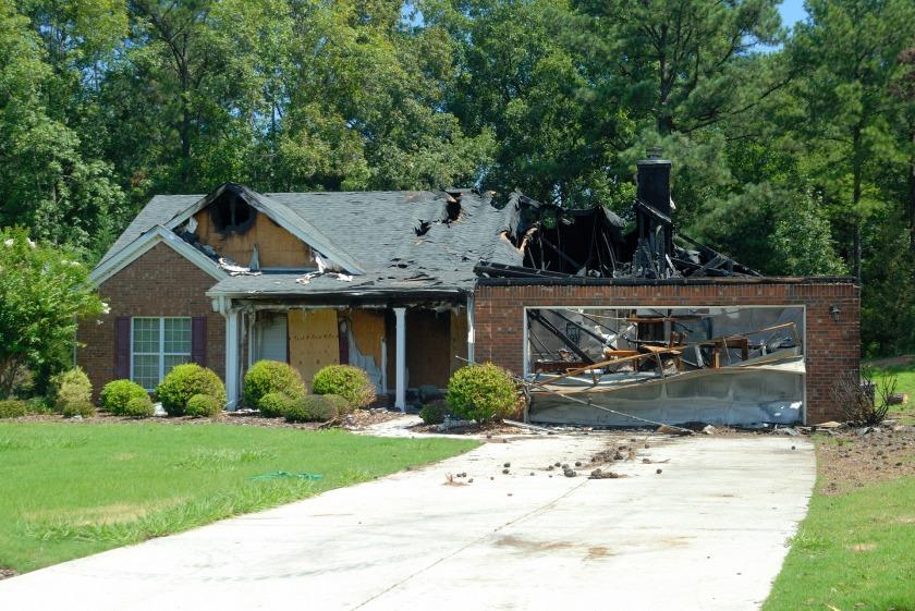 house-fire-1548285_1920